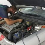 Servisné práce na motore auta